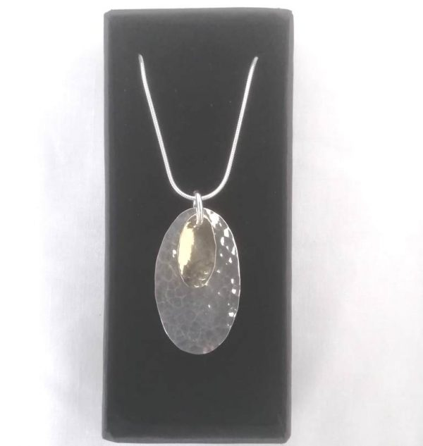 Oval pendant in silver and gold
